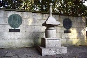 エジソンとヘルツを讃える塔